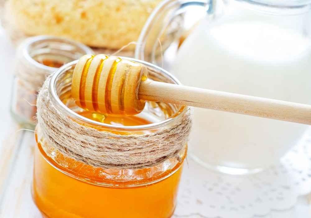 ماسک عسل مناسب برای افرادمسن باچهره ایی پرازچین وچروک