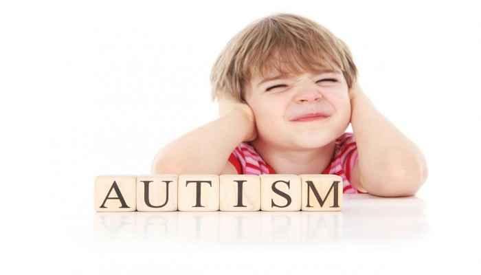 علت بیماری اوتیسم چیست؟