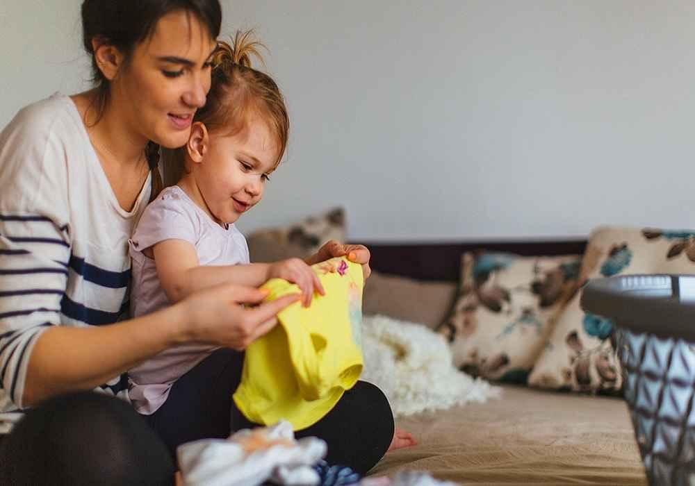 کودکان رادرانجام دادن کارهای خانه سهیم کنیدتامسئولیت پذیر بار بیایند