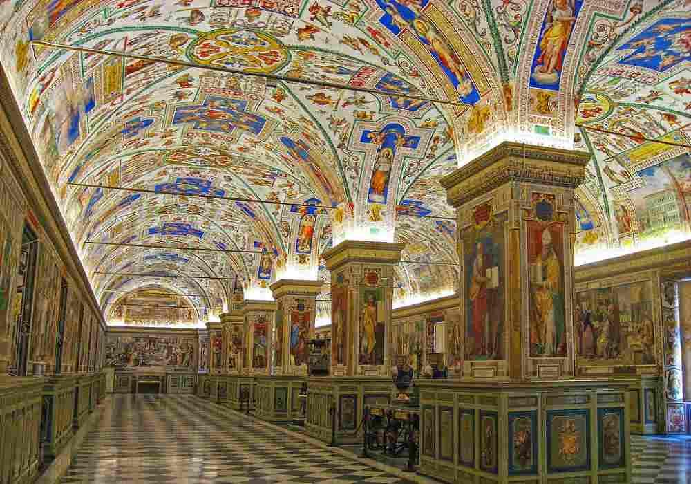 مقبره پاپ های گذشته درموزه واتیکان قراردارد