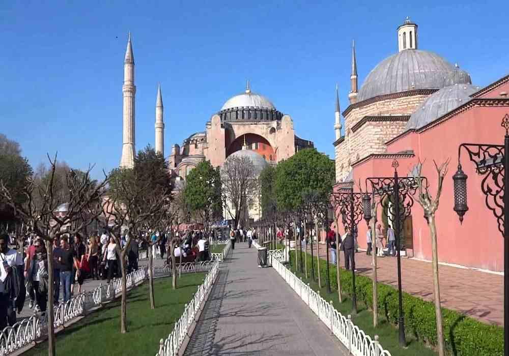 مسجد ایاصوفیه به موزه هنرهای مسیحی اسلامی تبدیل شده است