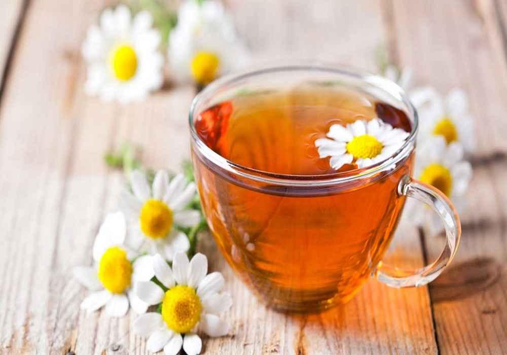 چای بابونه را جایگزین قهوه کنید.این چای در رفع نفخ موثر است