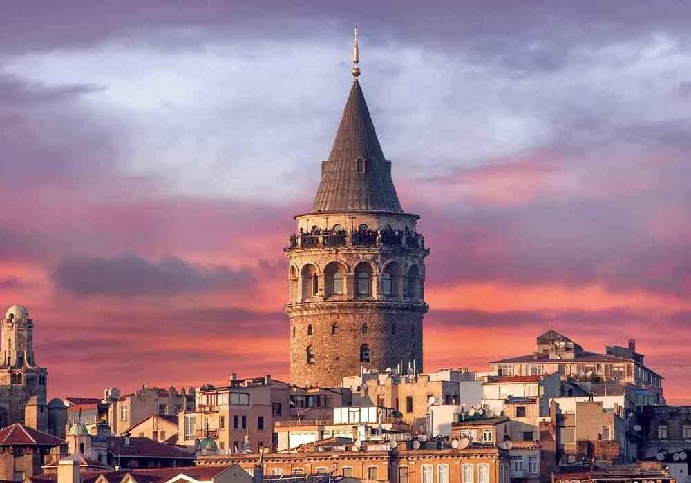 برج گالاتا بلندترین ساختمان استانبول است ومربوط به قرون وسطی است