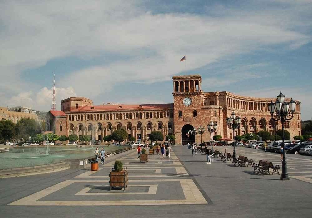 میدان جمهوری یامیدان لنین سابق از جاذبه های گردشگری ارمنستان
