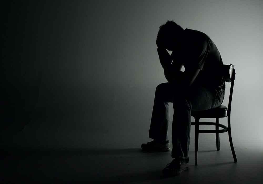 عوارض تنهایی-تنهایی سیستم ایمنی بدن را ضعیف میکند و باعث زوال عقل می شود