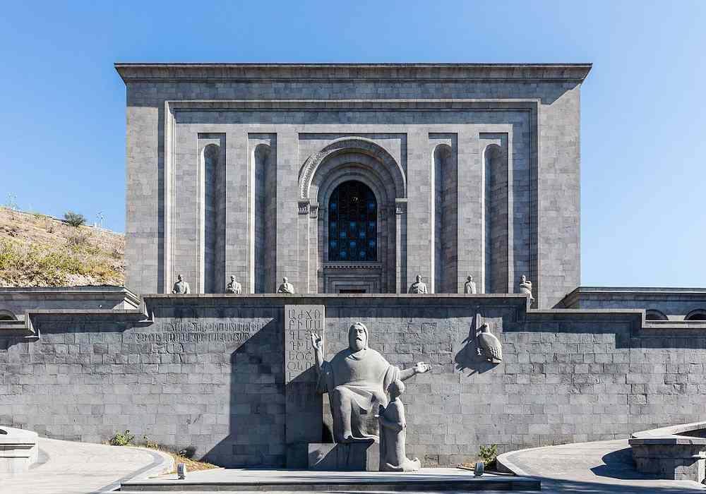 کتابخانه ماتنادران از جاذبه های گردشگری ارمنستان