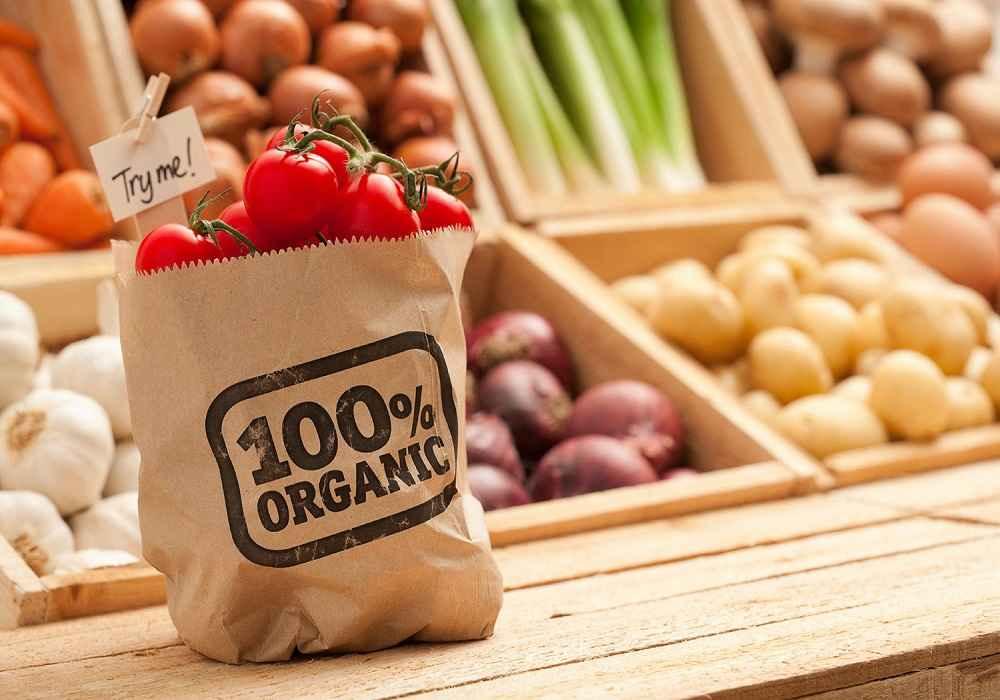 مواد غذایی ارگانیک موادی هستند که در تولید آنها آفت کش وعلف کش مصنوعی بکار نرفته ودستکاری ژنتیکی روی آنها انجام نشده است