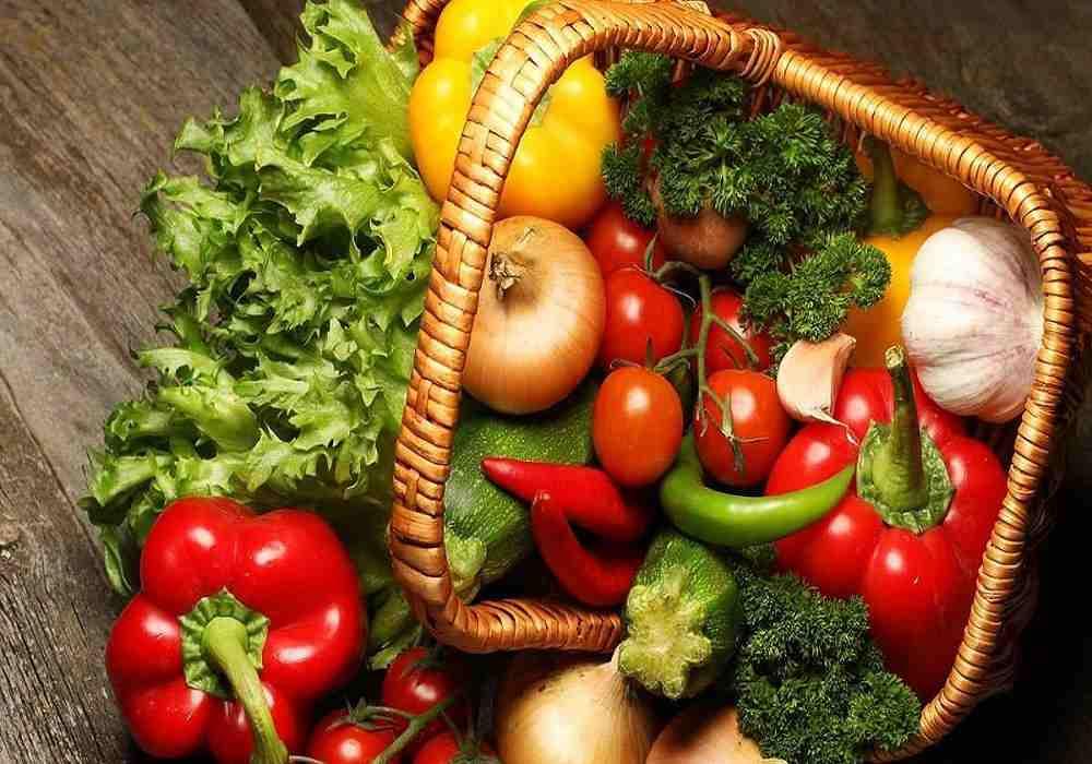 مقایسه مواد غذایی ارگانیک و غیر ارگانیک-در کشاورزی ارگانیک برای از بین بردن آفتها از حشرات وپرندگان استفاده می شود