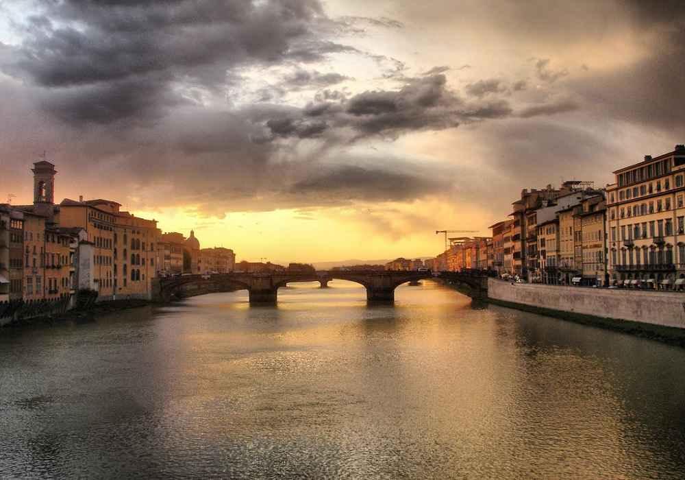 پونته وکیو یا پل کهن از محبوبترین مکانهای ایتالیا است