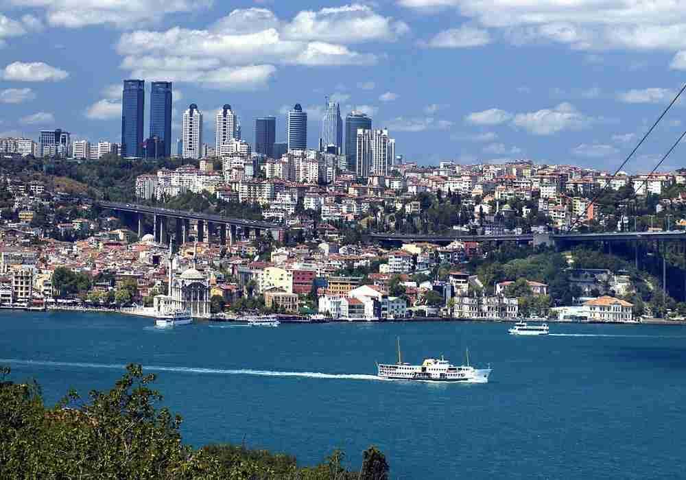 تنگه بسفر استانبول را بین آسیاو اروپاتقسیم کرده است
