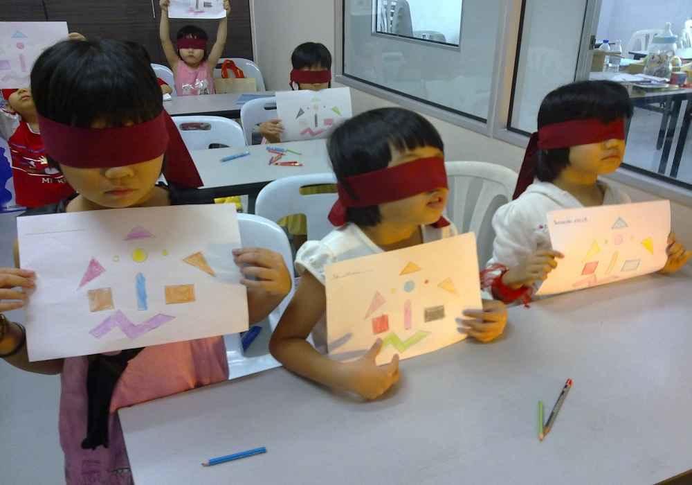 بازی نقاشی با چشمان بسته برای پرورش هوش هیجانی