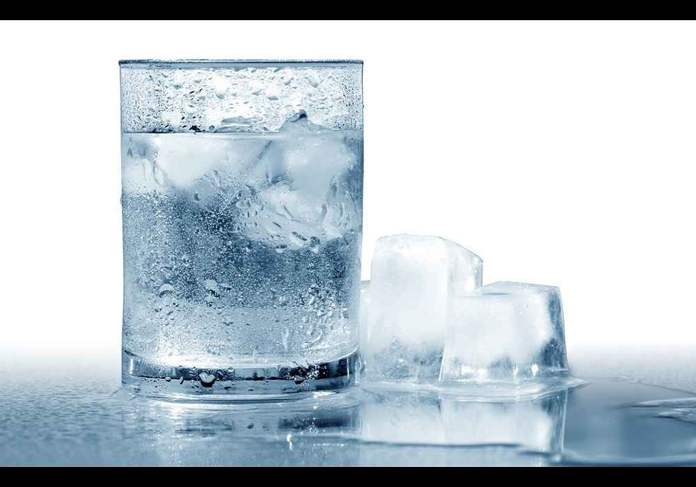 استفاده از آب یخ برای کسانی که به انواع سر درد مبتلا هستند توصیه نمی شود-asemari.ir