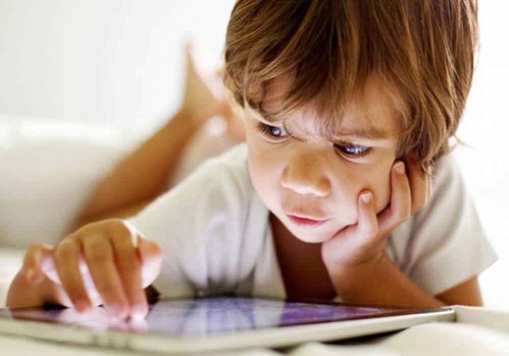 یکی از مهارت های لازم برای کودکان مهارت تمرکز در انجام تکالیف است-asemari.ir
